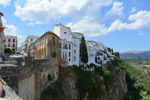 ronda,Andalūzija,uolėtas plotas,Gorge,Ispanija,turistinis magnetas,kalvos miestas,roko miestas,tiltas,kalnai,Senamiestis,įvedimas,pastatas,orientyras,Viduramžiai,istoriškai,miestas,tvirtovės kalnas