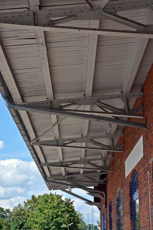 stogas,statyba,architektūra,lubų konstrukcija,mediena,pastatas,stogo konstrukcija,traukinių stotis,metalas