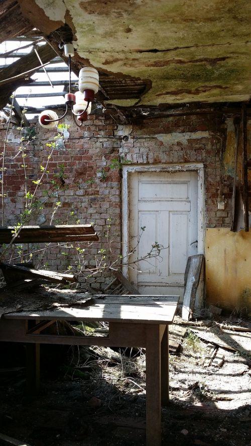 kambarys,namelis,namas,avarija,senas kotedžas,paliktas,senas namas,pastatas,kaimas,senas pastatas,senas,architektūra,plyta