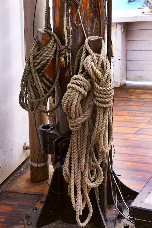 lynai,mazgas,jūrinis,kabelis,jūrų,eilutė,dizainas,stiprus,kilpa,laidas,linija,sriegis,susukti,apdaila,įranga,kaklaraištis modelis,jūrininkas,nustatyti,buriavimas,virvę,virvė,jėga,jūra,laivas,senas,jūrų,jachta,laivas,laivyba,valtis,karinis jūrų laivynas