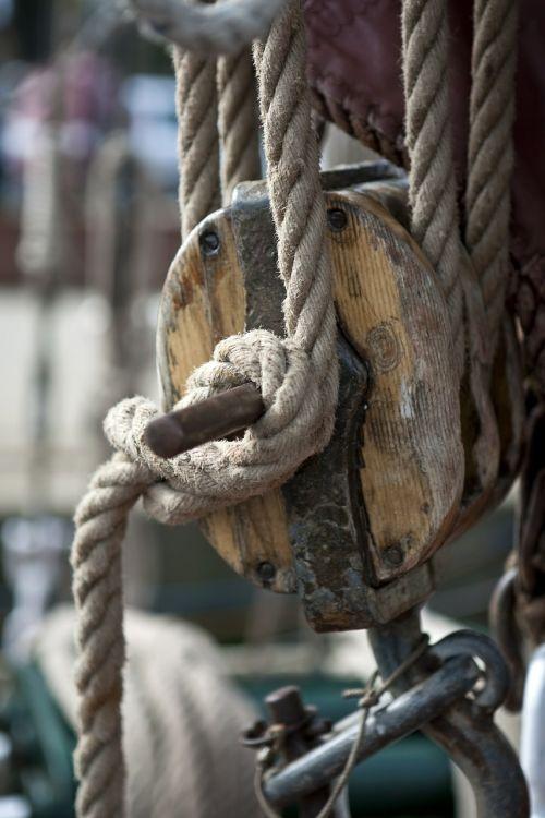 lynai,mazgas,buriavimas,jūrininko mazgas,blokuoti ir spręsti,mediena