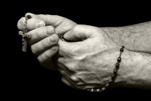 rozmarinas, karoliukai, rožančių & nbsp, karoliukai, kirsti, religija, religinis, meldžiasi, malda, melstis, rankos, ūkis, juoda, fonas, vienspalvis, balta, vaizdas, nuotrauka, Laisvas, viešasis & nbsp, domenas, rožinės karoliukai