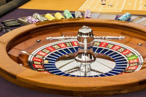 ruletė,azartiniai lošimai,žaidimų bankas,žaidimų kazino,pelnas,kazino,pasukti,jeton,naudoti,laimėti,prarasti,sėkmė,nesėkmė,ruletės ratas,pinigai,žaisti,rutulys,tikimybė,rizika,galimybės,rizika,likimas,sumokėti,raudona,juoda