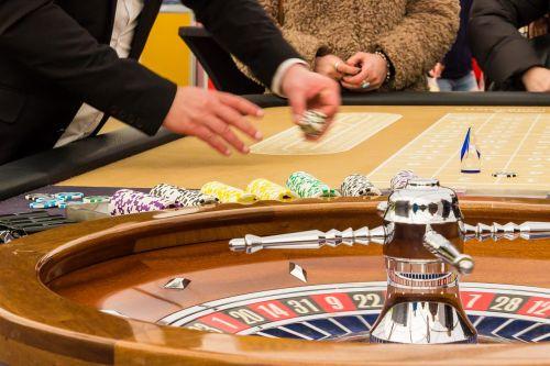 ruletė,azartiniai lošimai,žaidimų bankas,žaidimų kazino,pelnas,kazino,pasukti,jeton,naudoti,laimėti,prarasti,sėkmė,nesėkmė,ruletės ratas,pinigai,žaisti,rutulys,rizika,galimybės,rizika,likimas,sumokėti,raudona,juoda
