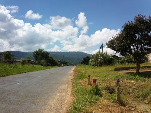 maršrutas,kelias,laisvė,debesis,kaimas,kelionė,kelionė,lauke,gamta,dangus,žolė,kelionė,saulė,kalnas