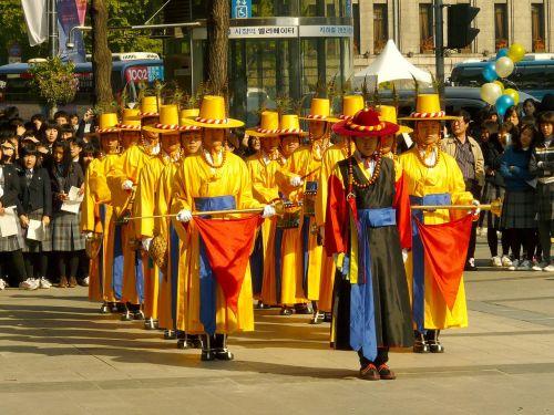 karaliaus apsaugos keitimo ceremonija,deoksugung rūmai,Korėja,Seulas,šventė,šventė,paradas,šventė,vakarėlis,tradicinis,šventinis,įvykis,kostiumas