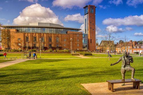 rsc theatre,stratford upon avon,Šekspyras,teatras,Warwickshire,dramos,Anglija,karališkasis,architektūra,orientyras,atlikti,teatras,statula,turizmas,istorija,žinomas