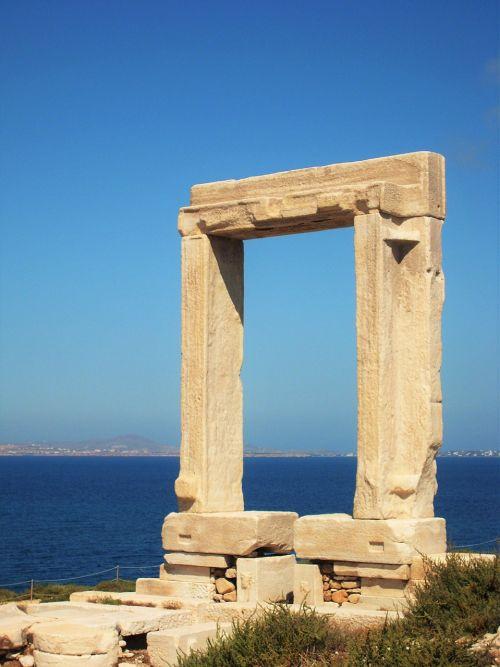 griuvėsiai,Senovinis,senoviniai griuvėsiai,senovinis miestas,Graikija,ciklai,graikų senovė,stulpeliai,graikų stulpeliai,paminklas,akmenys,kelionė,durys