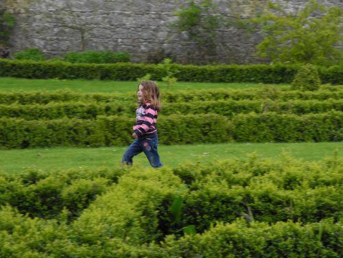 mergaitė, vaikas, bėgimas, žalias, sodas, linksma, žaisti, energija, paleisti, paleisti, paleisk!