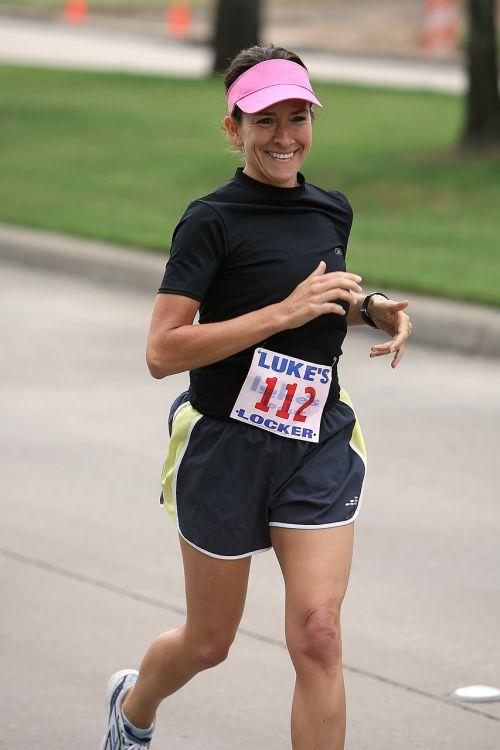 bėgikas,sportininkas,paleisti,fitnesas,Sportas,pratimas,lauke,asmuo,jogger,Atletiškas,tinka,Moteris,bėgimas,bėgiojimas,suaugęs,judėjimas,lauko fitnesas,ištvermė,moteris,veikla,maratonas,mokymas,vasara,jog