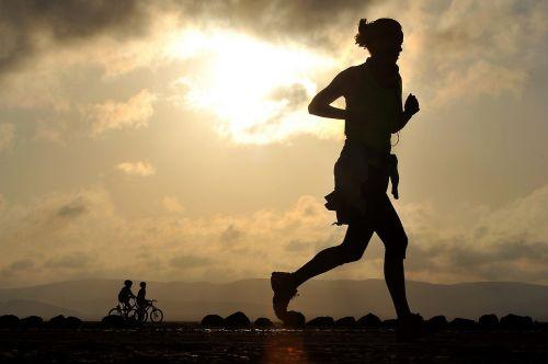 bėgimas,bėgikas,ilgas atstumas,fitnesas,Moteris,Kryžiaus šalis,dykuma,sportininkas,ištvermė,tinka,sveikata,moteris,varzybos,Atletiškas,siluetai,vienišas,jog,jogger,mergaitė,dviračiai,dviračiai,dviračiu,Jodinėjimas,dviračiai
