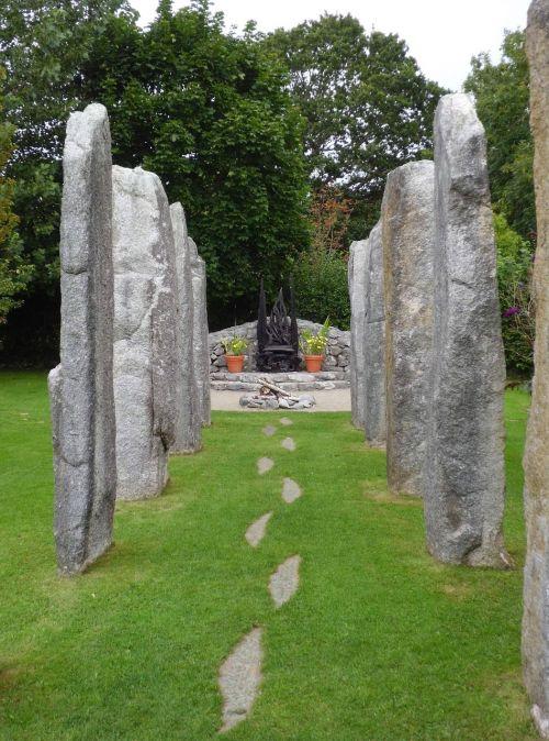 s bridgetgarden,sostas,keltai,Airija,mitologija,keltų,akmuo