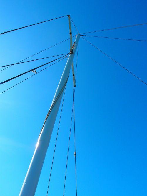 burinė valtis,stiebas,jachta,stiebai,buriu,valčių stiebai,burių stiebai,mėlynas,dangus,buriuotojas,buriuotojas,laivo stiebas