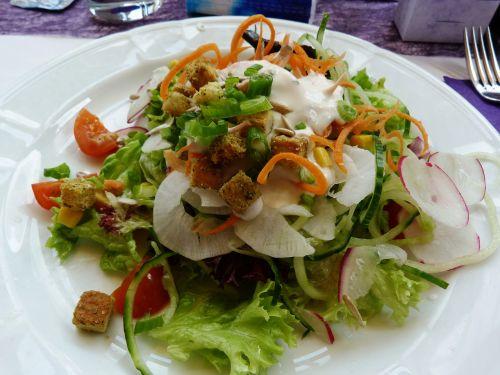salotos,starteris,garnyras salotos,mišrios salotos,frisch,užkandžių salotos,salotų plokštė