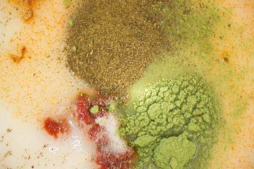 salotų padažas,prieskoniai,pomidorų pasta,ciberžolė,druska,pipirai,žolelių milteliai,dilgėlių milteliai,daržovių milteliai,aliejus,actas,maistas,vegetariškas,virimo ingredientai