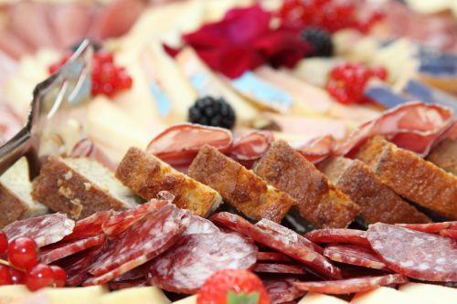 Salami,bufetas,užkandis,duona,speck