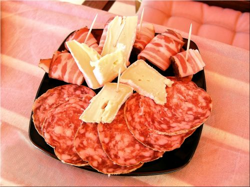 Salami, sūris, žaliavinis, bacon, Brie, šnicele, plokštė, aperityvas, kviečiantis, viliojanti, salami ir sūris