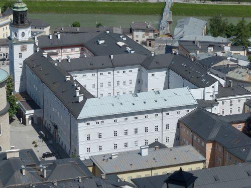 salzburg glockenspiel,bell playet,salzburg,panoramos muziejus,muziejus,Salzburgo muziejus,carolino augusteum,nauja gyvenamoji vieta,residenzplatz,miesto vaizdas,Salzburgo panoramos muziejus