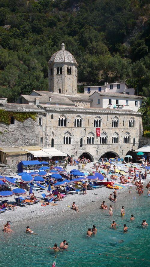 san fruttuoso di camogli,papludimys,vasara,jūra,skėčiai,atostogos,sassi,saulė,italy,turizmas,ligurija