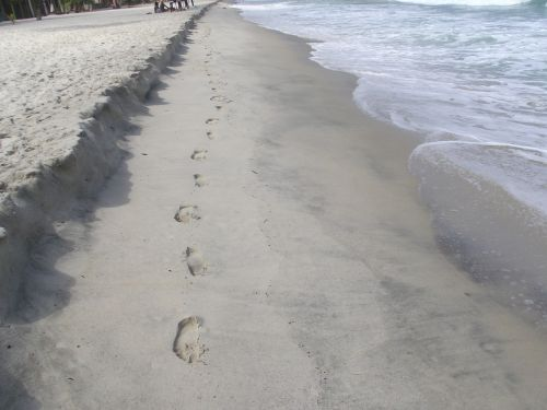 smėlis,papludimys,pėdsakai,smėlio paplūdimys jūra,vanduo,šventė,pakrantės,banga,mėlynas,kraštovaizdis,protektoriai,basas,pėdos,Smėlėtas paplūdimys