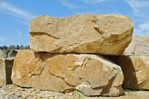 smiltainis iš obernkircheno,karjeras,Bückeberg,smėlio akmuo,Rokas,pašalinimas,natūralus akmuo,statybinė medžiaga,karjero smėlio akmuo,Restauravimas,mineralogija,vandens blokas,stiftskirche oberkirchen