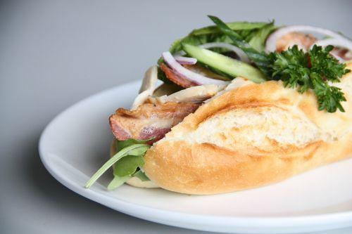 sumuštiniai,pietūs,salotos,įsakymas,bacon