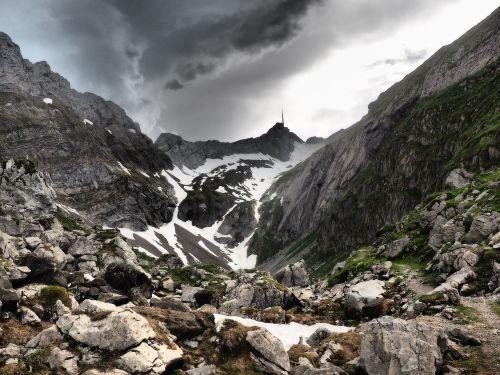 säntis,slėnis,kalnų slėnis,nikas,kalnų viršūnė,Alpstein,Alpsteino regionas,nerealu,grasinanti,hdr,mesmerio slėnis