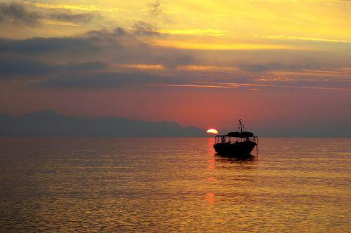 santorini,graikų sala,ciklai,kaldera,balti namai,Graikija,vulkaninis,laivai,saulėtekis,nuotaika,jūra