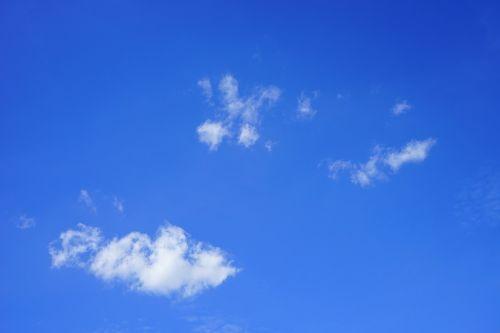 schäfchenwolke,debesys,dangus,vasaros diena,mėlynas,balta,debesys formos,saulėta diena,saulėtas,saulė,saulės spindulys,nuostabi diena,vasara,kubo debesys,oras,klimatas,klimato atšilimas,virš debesų,dangaus mėlynumo,azur