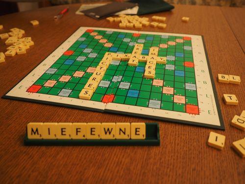 Scrabble,žaisti,stalo žaidimas,raidžių žaidimas,žodžių žaidimas,Žodžių žaidimas,atminties kortelės padengtos,pixabay