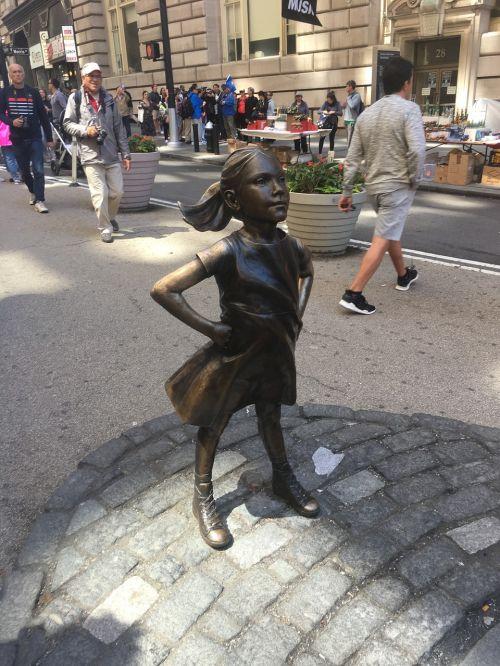 skulptūra,statula,menas,mergaitė,iššaukiantis,drąsus,intrepid,stiprus,jėga,valios jėga,bebaimis