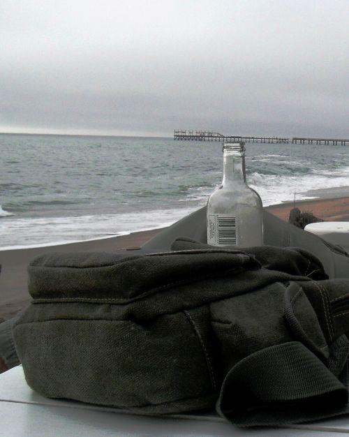 jūra,dangus,per naktį,baltos putos,slėpti staliukas,drobių krepšys,stiklinis butelis,alyvmedžio žalia,jūros žalia,tolimoji prieplauka