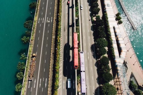 jūra,vanduo,įlanka,medis,augalas,gamta,kelias,greitkelis,greitkelis,geležinkelis,traukinys,automobilis,transporto priemonė,gabenimas