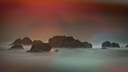 jūra,Rokas,kranto,steinig,užsakytas,vanduo,gamta,uolos pakrantė,dangus,vandenynas,rūkas,nuotaika,atmosfera,poilsis,atsipalaidavimas,kraštovaizdis,rieduliai,uolingas,vandenys,farbenspiel,spalvinga,apšvietimas