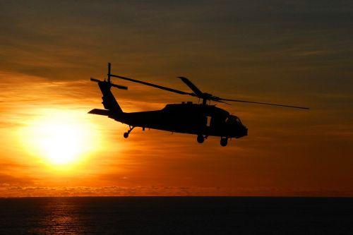 jūrų vanaginis sraigtasparnis,skraidantis,saulėlydis,siluetas,dusk,vakaras,kariuomenė,jūra,oras,aviacija,purentuvas