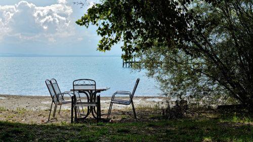 sėdynė,sėdimoji vieta,sodo baldai,baldai,sodas,poilsis,poilsio vieta,vanduo,ežeras,sėdėti,spustelėkite,pertrauka,poilsio zonos bankas,susigrąžinti,out,šešėlis,romantiškas,gamta,kraštovaizdis