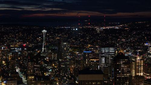 Seattle,oro vaizdas,panorama,naktinė nuotaika,šviesos jūra,namai,miestas,naktis,naktinė nuotrauka,usa