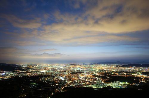 Seulas,naktinis vaizdas,naktinis dangus,dangus,debesis,vakare,naktis,Korėja,naktinis peizažas,naktinė fotografija,Korėjos Respublika,namsan bokštas,švytėjimas,miestas,naktinis vaizdas į Seulą,šiuolaikiška,apšvietimas