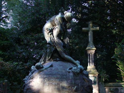 kapas,gedulas,kapinės,liūdnas,liūdesys,amžinai,atsisveikinimas,istoriškai,kapas,menas,skulptūra,Diuseldorfas,šiaurinės kapinės,metalas,forma,paskutinė ramybė,mirtis,kripta,kapas