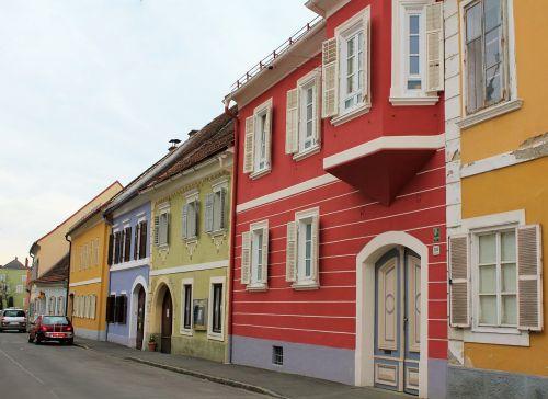 serijos,spalvinga,namai,prekyvietė