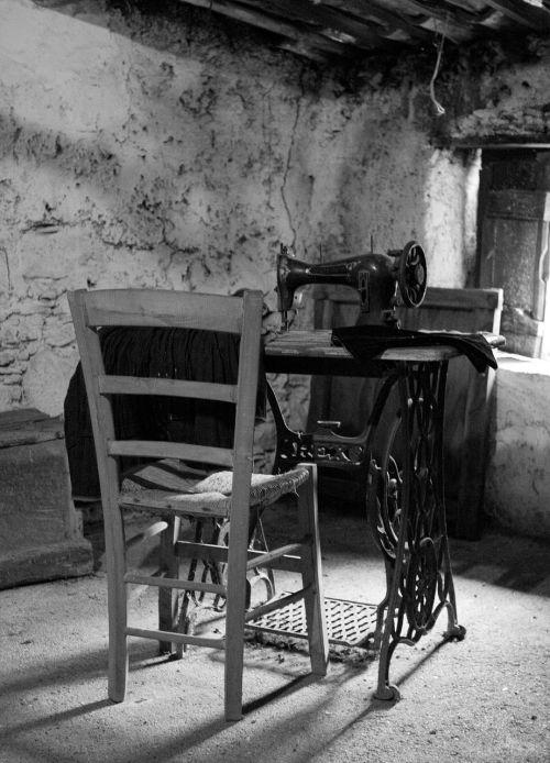 Siuvimo mašina,senovė,siūti,dainininkė,siuvinėtojai,lankstumas,senovės
