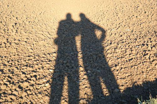 šešėlių žaidimas,Asmeninis,pora,vyras,moteris,ariamasis,ilgai,ištemptas ilgai,šešėlis,bendravimas,laukas
