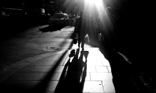 šešėliai,žmonės,gatvė,siluetas,vaikščioti,vaikščioti,tamsi,vakaras,naktis,šešėlis,grupė