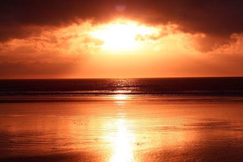 šviesti,papludimys,atspindys,jūra,saulėlydis,saulės šviesa,smėlis,saulė,šviesus,natūralus,spalva,kranto,saulėtas,oranžinė,saulės šviesa,šviesa