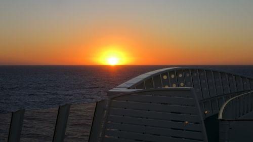laivas,aida,kruizinis laivas,kruizas,šventė,jūra,keleivinis laivas,vanduo,laivo kelionė,kelionė,vairavimo kruizinis laivas,ant ežero,svajonių laivas,gražus,karibai,saulėlydis