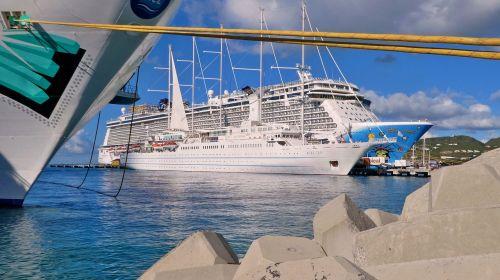 laivas,aida,kruizinis laivas,kruizas,šventė,jūra,keleivinis laivas,vanduo,laivo kelionė,kelionė,vairavimo kruizinis laivas,ant ežero,svajonių laivas,gražus,debesys,dangus,mėlynas