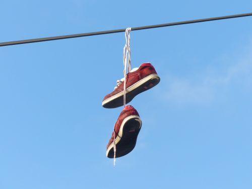 avalynė,priklausyti,pakabukas,dangus,gražus,menas,raudona,sportiniai bateliai,shoelaces,pakabinti,Sportiniai batai