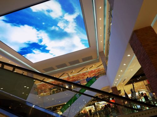 apsipirkimas, prekybos centras, centras, centras, interjeras, viduje, tv, stebėti, ekranas, parduotuvės, televizija, stogas, lubos, eskalatoriai, liftai, šiuolaikiška, architektūra, dizainas, prekybos centras vidaus lubos tv