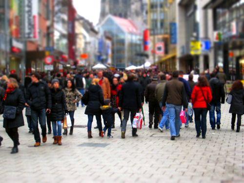 apsipirkimas,parduotuvių gatvė,išgąsdinti,pėsčiųjų zona,Kalėdų laikas,miestas,centro,parduotuvės,žmonės,minios,neryškus