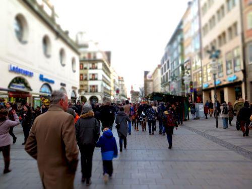 parduotuvių gatvė,išgąsdinti,apsipirkimas,žmonės,pėsčiųjų zona,parduotuvės,centro,neryškus,miestas,Kalėdų laikas,minios,Munich